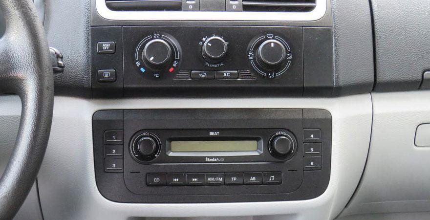Skoda Fabia BEAT rádióval